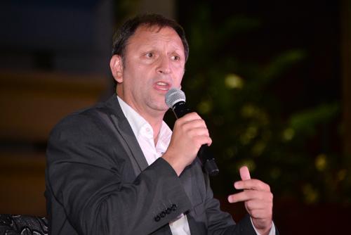 Director Sergio Mautone haciendo uso de la palabra