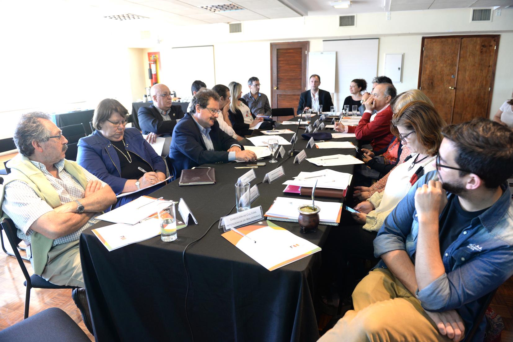 Directores de Cultura en mesa de trabajo